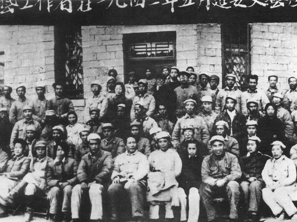 Chairman_Mao_Zedong_(1893-1976)_and_people_at_the_Yan'an_Forum_on_Literature_and_Art_in_1942,_including_Chen_Xuezhao_5th_from_left_3rd_row